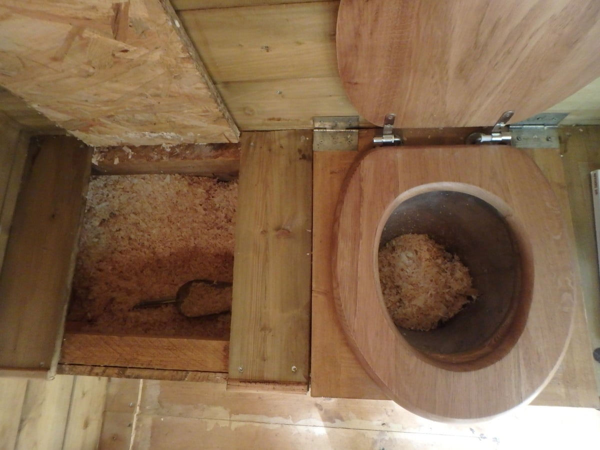 Faire des économies avec des toilettes sèches : mythe ou réalité ?